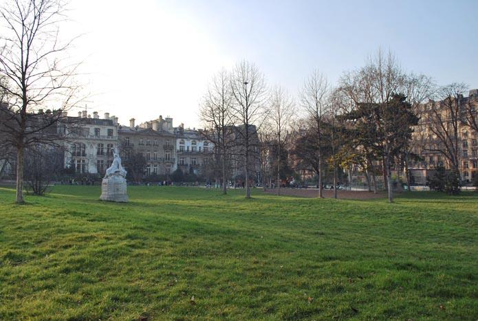 parc monceau pelouse