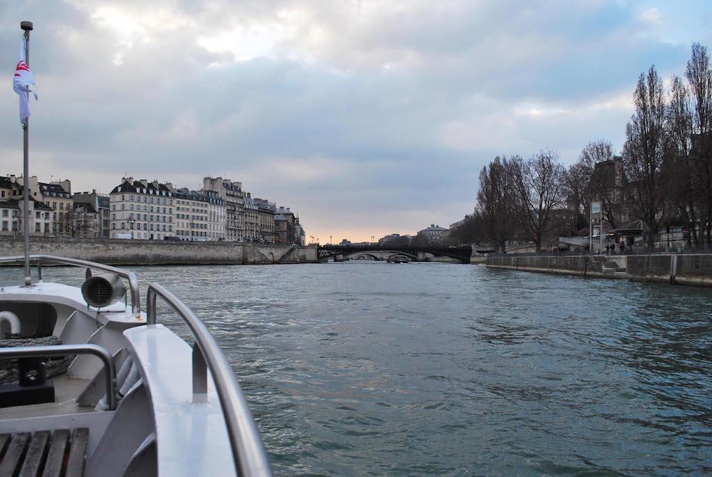 paris-seine-bateau-mouche-coucher-de-soleil