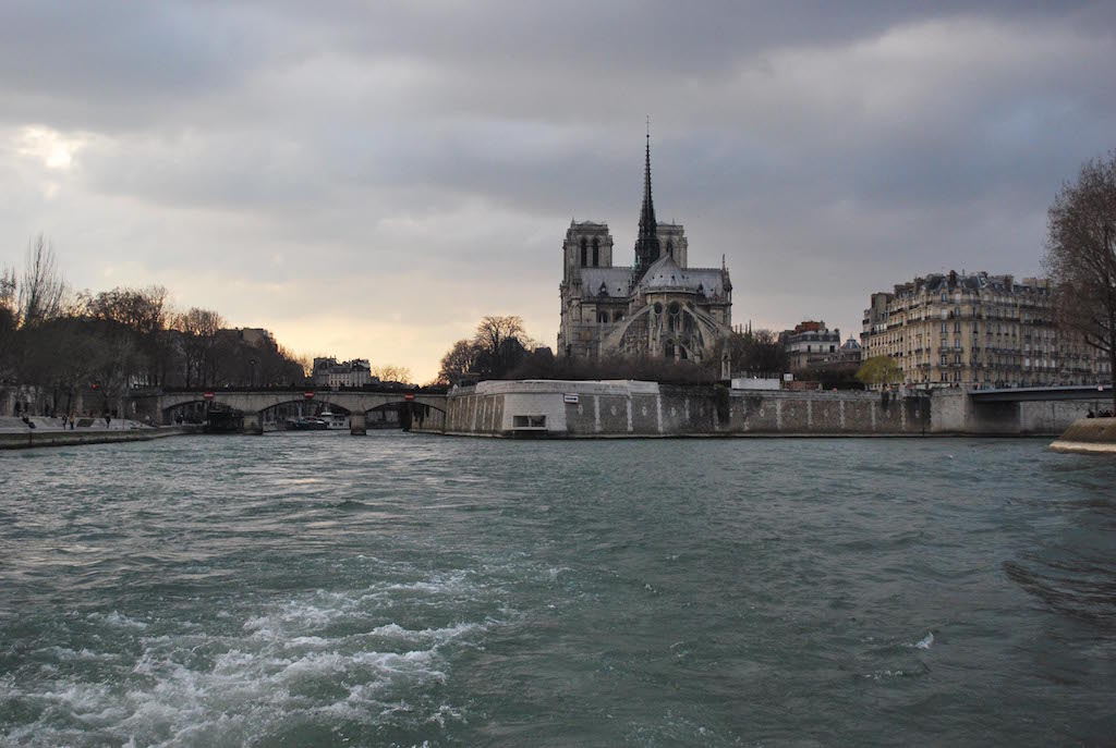paris-seine-bateau-mouche-ile-de-la-cite