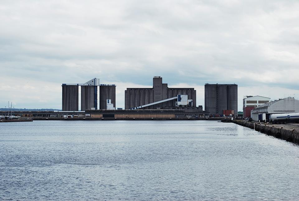 Le havre en beton arme hors du temps blog voyage for Piscine des docks le havre