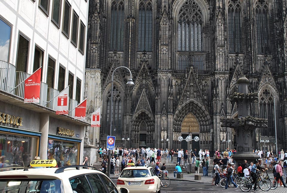 cologne cathedrale parvis