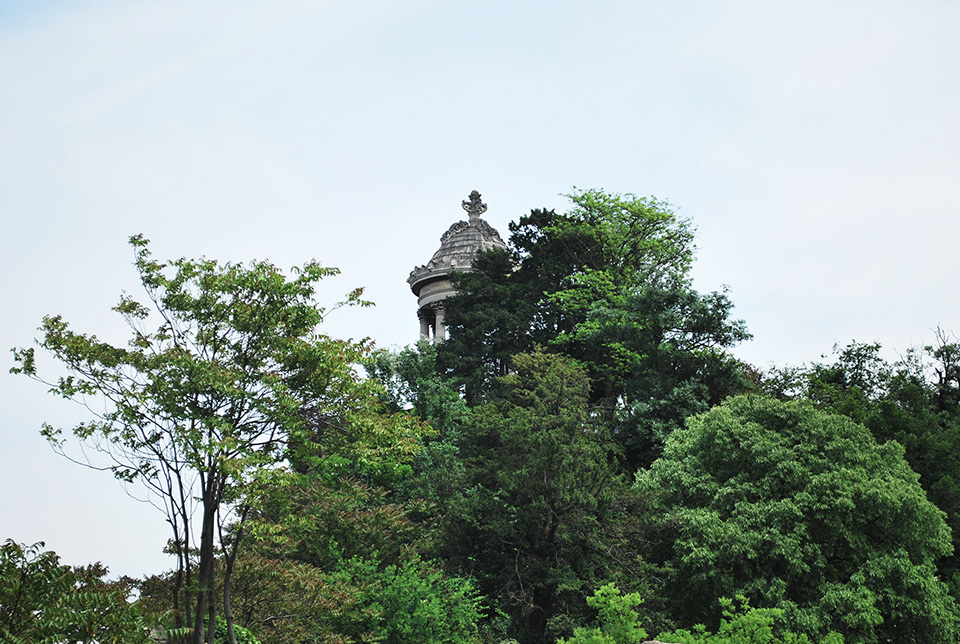 buttes chaumont belvedaire arbre