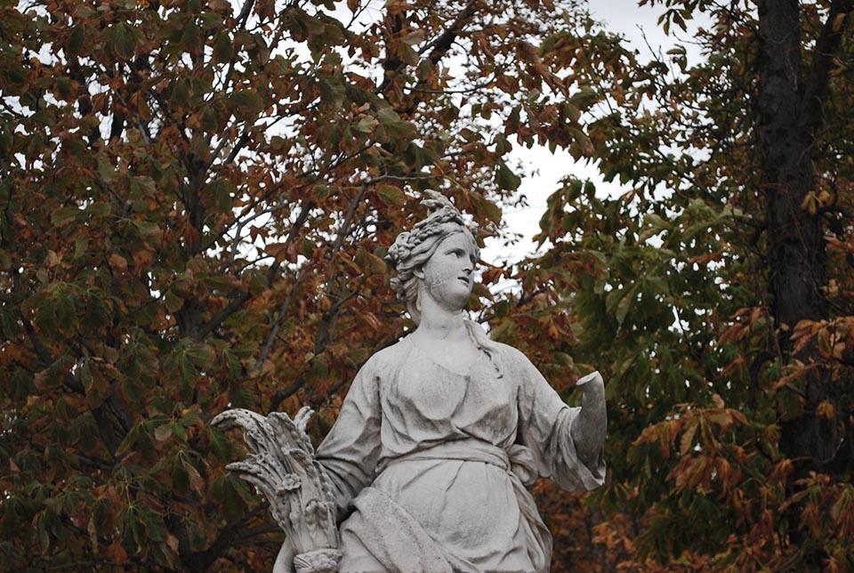 tuileries-statue-femme